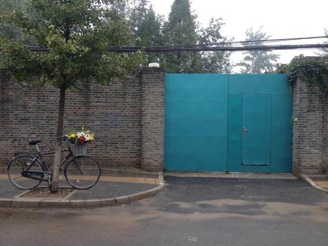¿Por qué Ai Weiwei deja un ramo de flores afuera de su estudio todos los días?