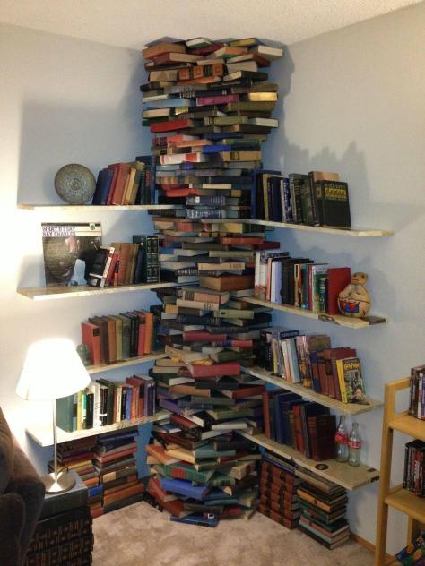 librero-hecho-de-libros