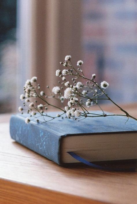 libro con flores